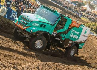 De rooy dakar team driving 2