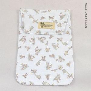 Bolsa porta pañales. Jirafas y monitos con fondo blanco