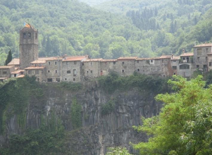 Castellfollit-de-la-Roca-827x520_c-827x520_c