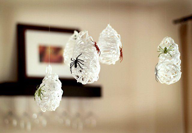 Decoración para Halloween casera: telas de araña caseras
