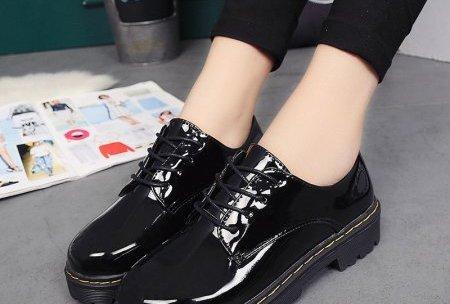 Zapatos de charol limpios