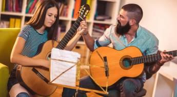 Peut-on apprendre à jouer de la guitare à tout âge