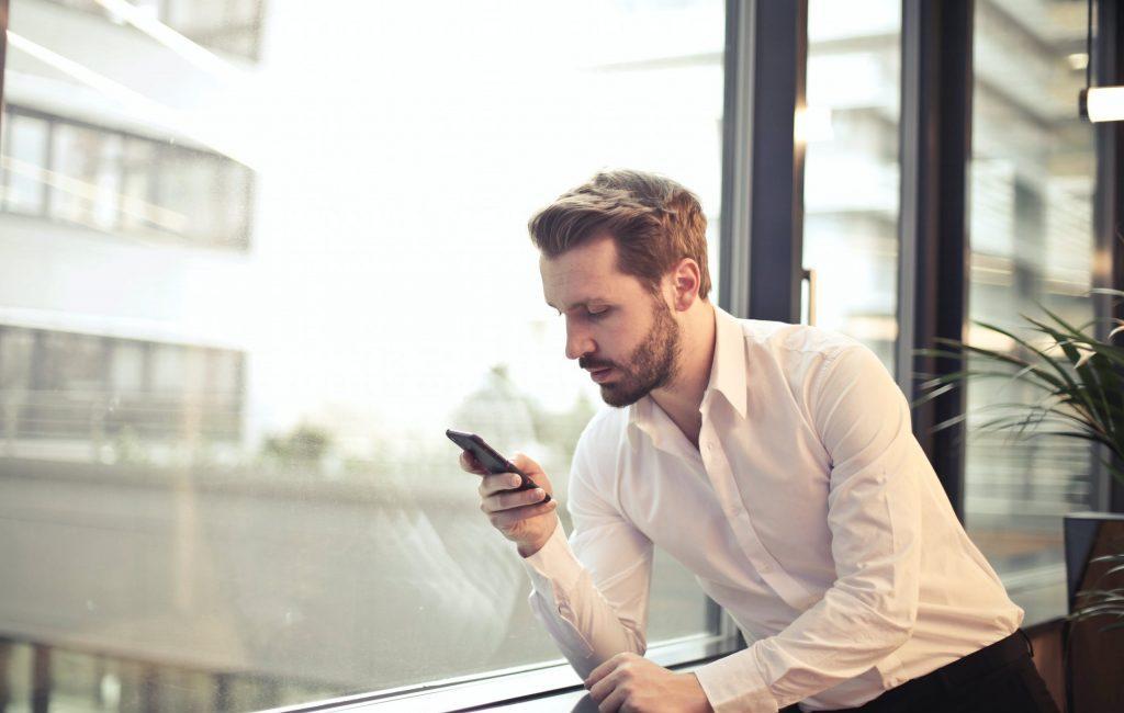 pourquoi draguer une femme par SMS