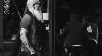 Pourquoi les hommes chauves ont besoin de se laisser pousser la barbe