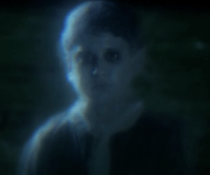 CAPÍTULO TRÊS - A profecia das Treze Cartas - Página 6 Little-boy-ghost