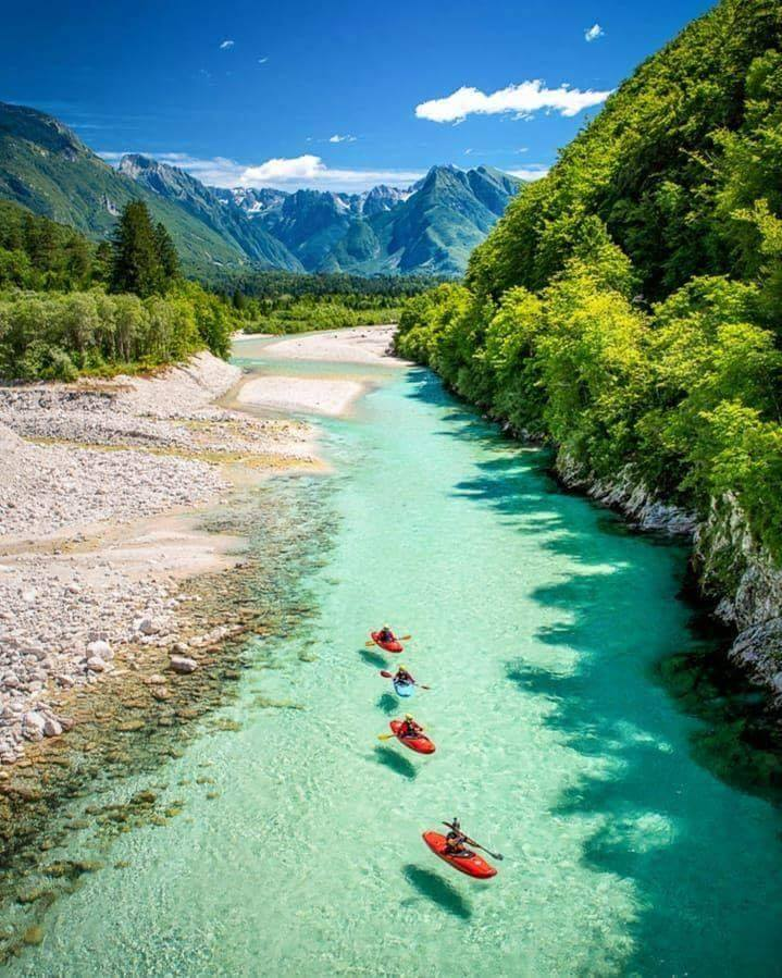 Clear waters at Triglav National Park, Slovenia. :o