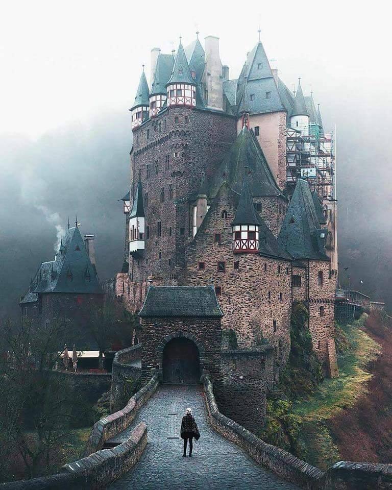 Eltz Castle, Germany.. :o