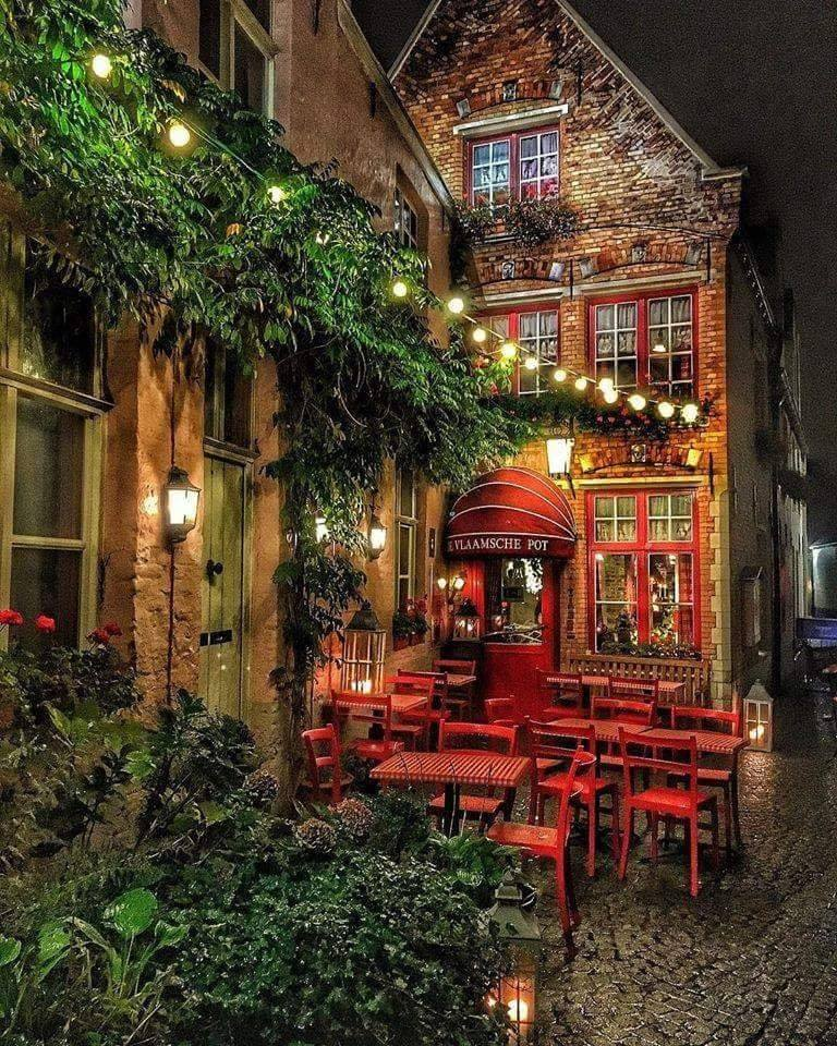 Lovely evening in Brugge, Belgium <3
