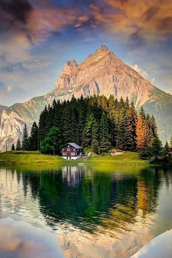 Emerald Lake house, Canada
