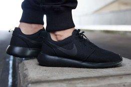 san francisco dde79 5f0c0 Nike Roshe Run Triple Black