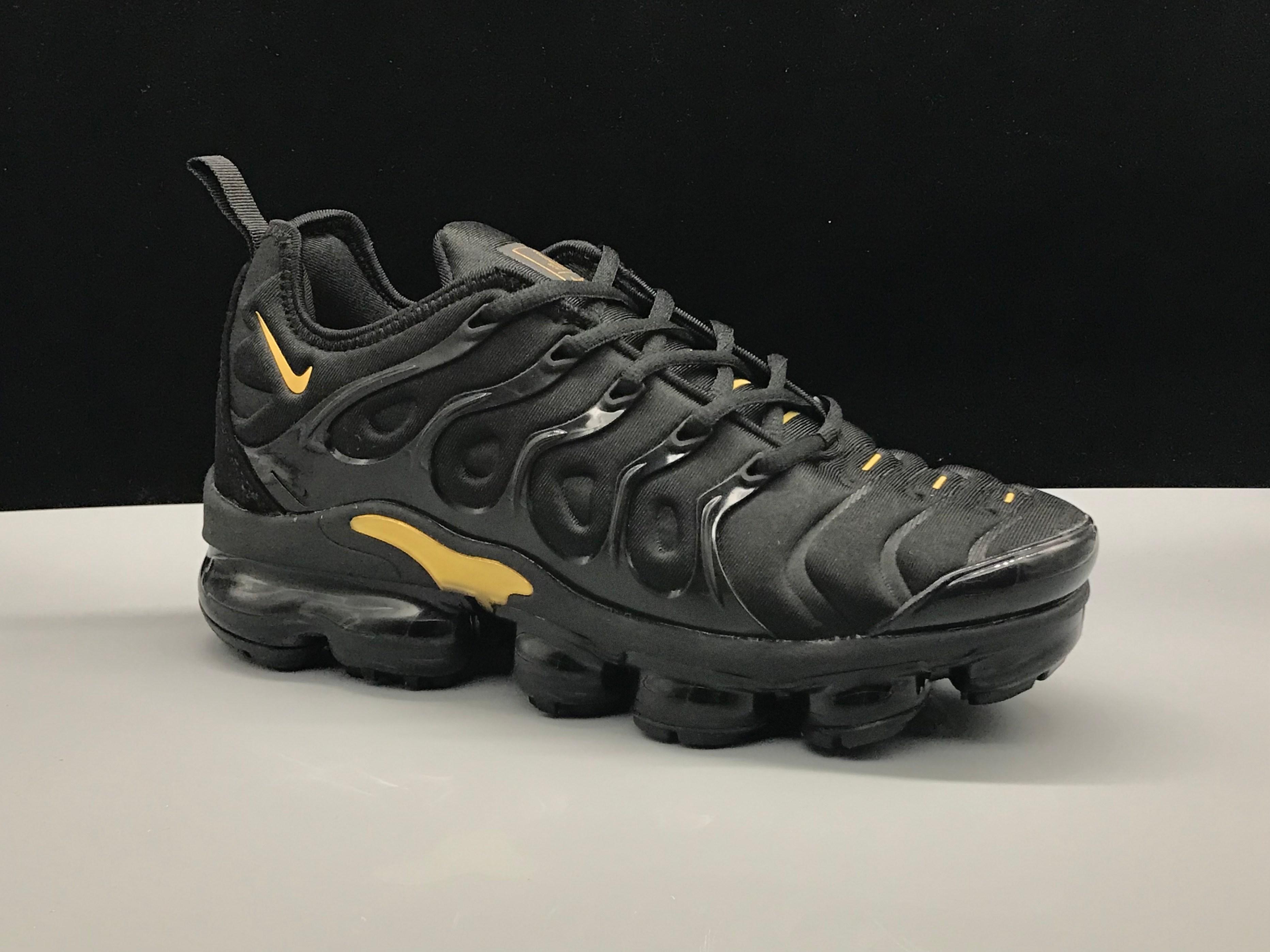 sports shoes c82cf 10f80 Nike Air VaporMax Plus Black Gold TN