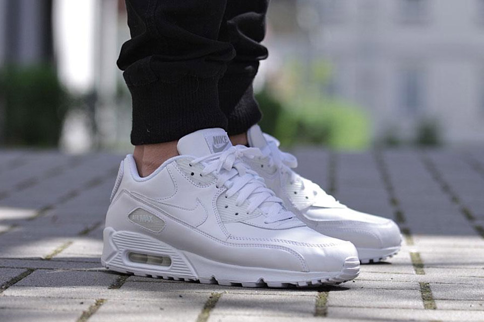 timeless design 5038d f40ab Nike Air Max 90 Essential All Leather Triple White