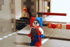 LEGO Harley Quinn, alternate face.