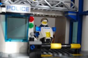 LEGO 60047 - Garage exit