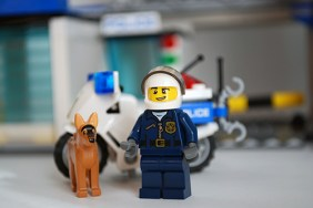 LEGO 60047 - Motorcycle cop front view