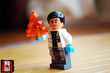 Front view of the Dr. Wu Minifigure.