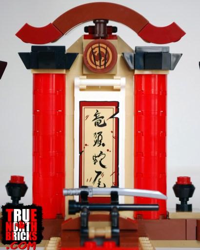 Hanzo Vs Genji (75971) central arch display.