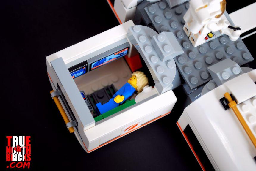 Lunar Space Station (60227) bunk module.
