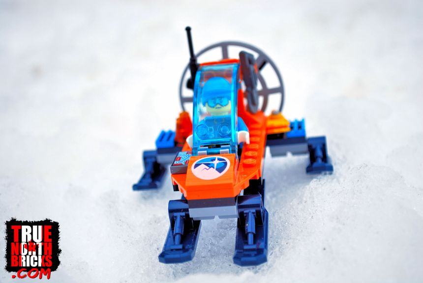 Front view of the Arctic Ice Glider (60190).