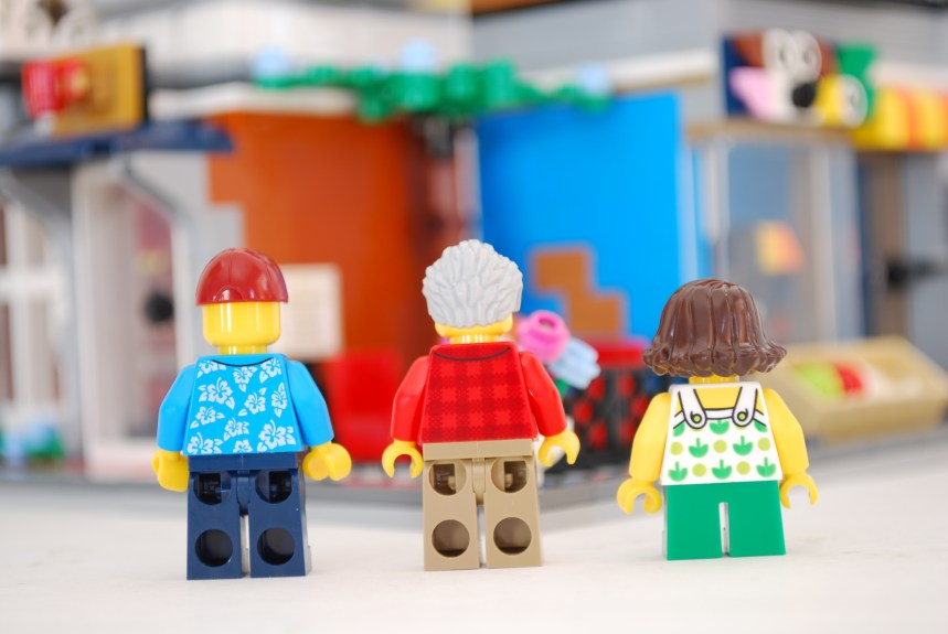 Rear view of Minifigures.