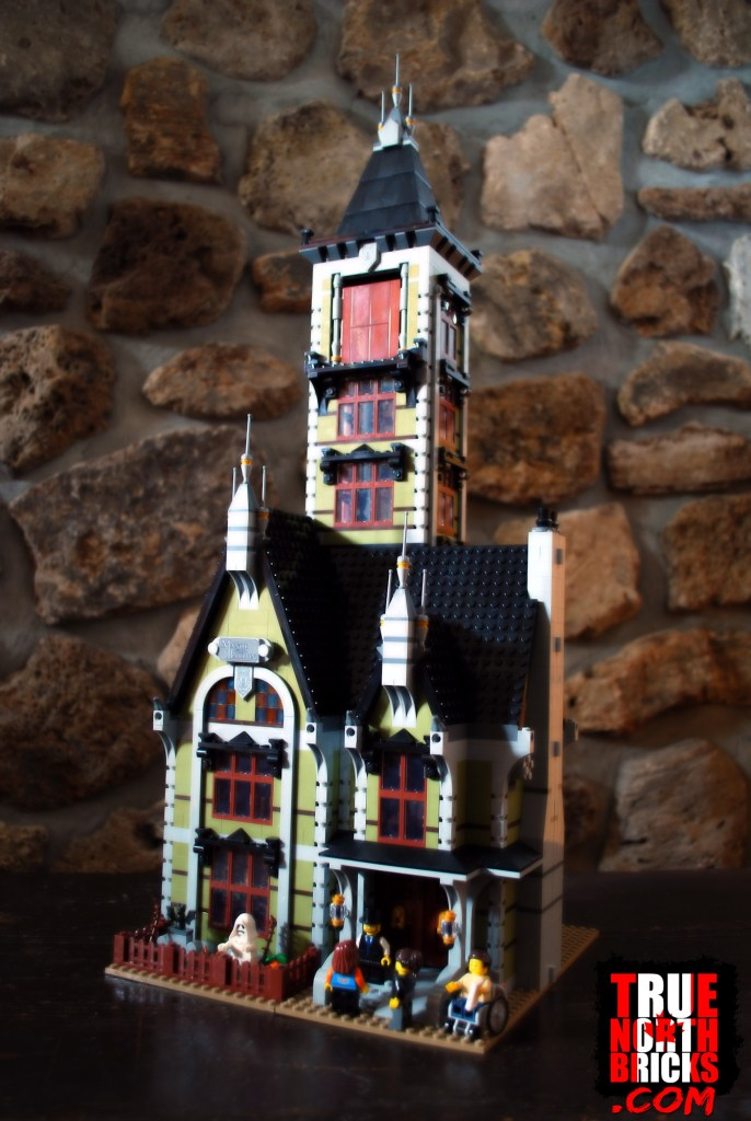 Haunted House (10273) front view.