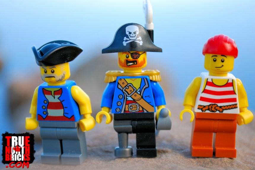 Pirate Ship (31109) Minifigures