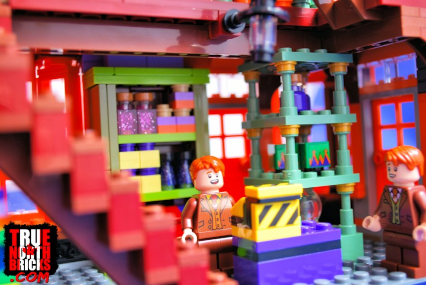 Diagon Alley (75978) inside Weasley's Wizarding Wheezes.