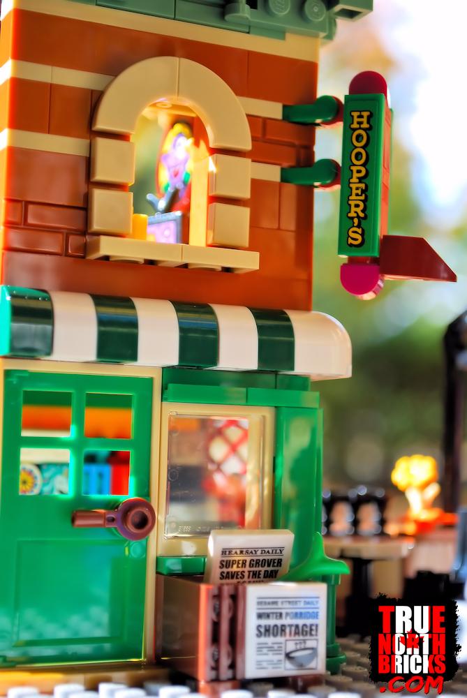 Hooper's Store in Sesame Street (21324).