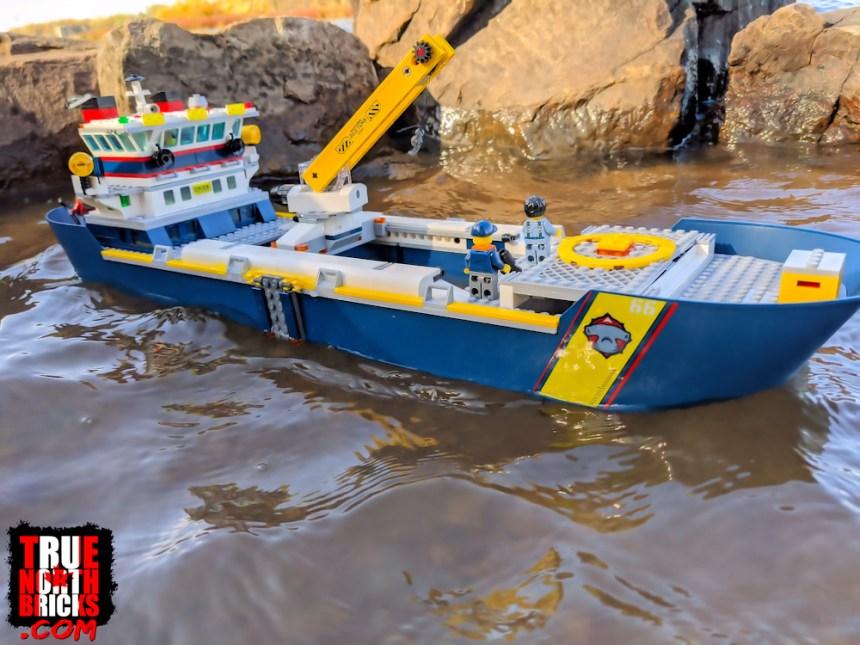 The Ocean Exploration Ship (60266) actually floats.