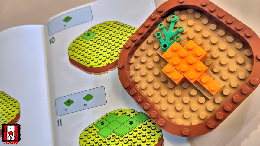 """Carrot """"Easter egg"""" built into the base of the Easter Bunny (40463) set."""