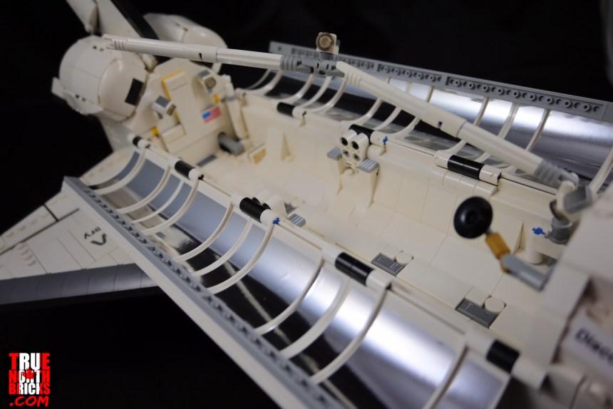 NASA Space Shuttle Discovery (10283) cargo bay.