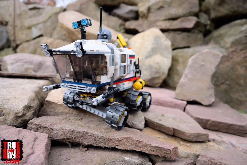 Space Rover Explorer (31107) front view.