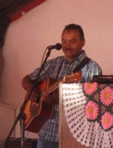 Juan sings