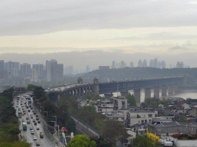 17-billion-the-wuhan-tianxingzhou-yangtze-river-bridge-is-a-combined-road-and-rail-bridge-that-crosses-the-yangtze-river-in-the-city-of-wuhan