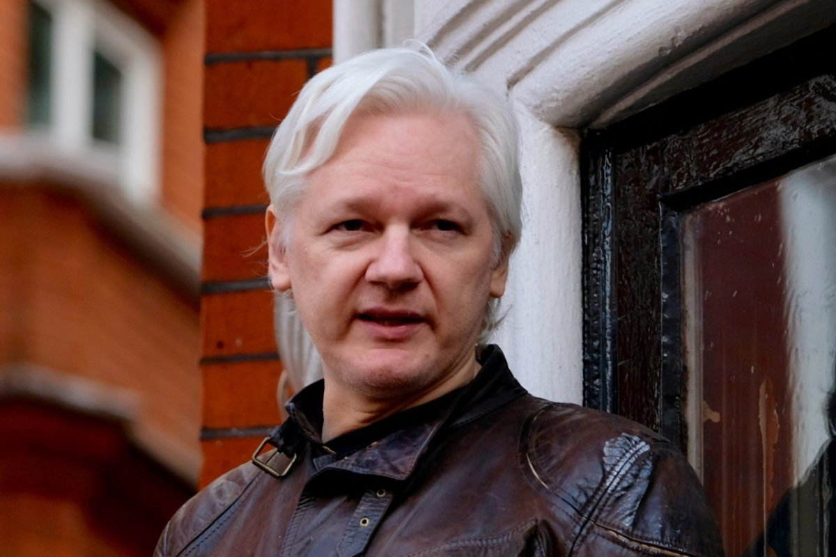 Wikileaks' Julian Assange at Embassy Balcony: 'I Will Not Forgive And Forget'