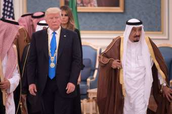 VIDEO: President Trump Breaks From Obama, Doesn't Bow To Saudis During Visit – True Pundit