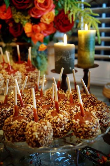 Halloween wedding ideas candy apples