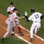 A-Rod slaps Arroyo's glove