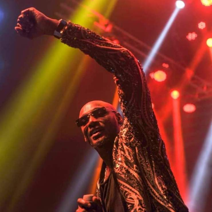 #14thHeadies: Moment Wizkid prostrated to greet 2Face (Video)