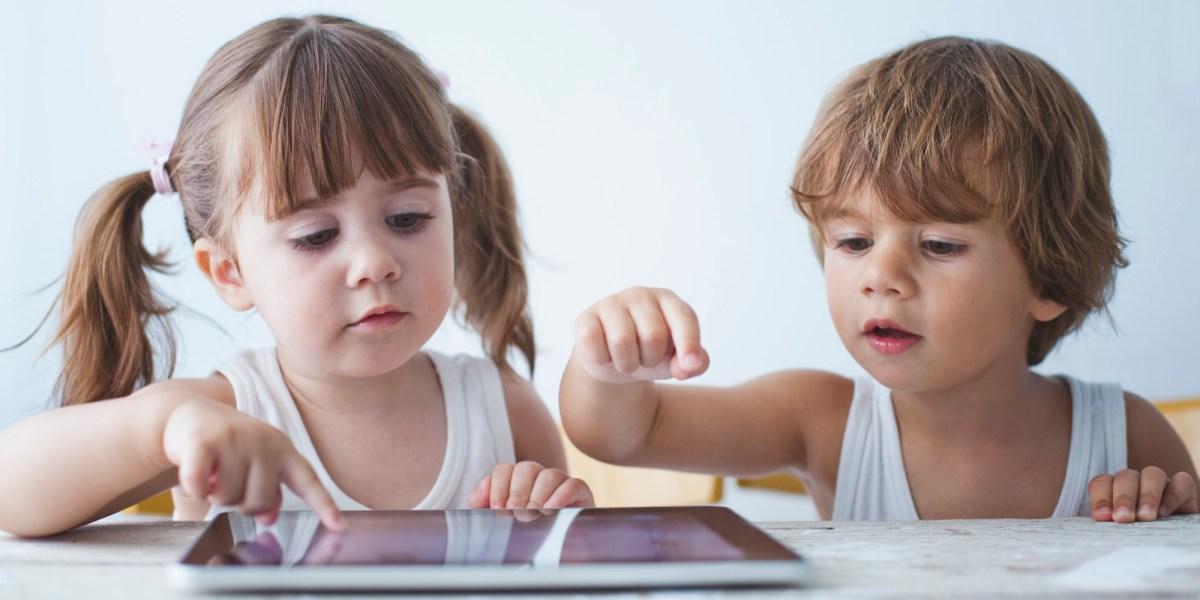 https://i1.wp.com/truhap.com/wp-content/uploads/2020/06/SMARTPHONE-ADDICTION-IN-CHILDREN.jpg?fit=1200%2C600&ssl=1