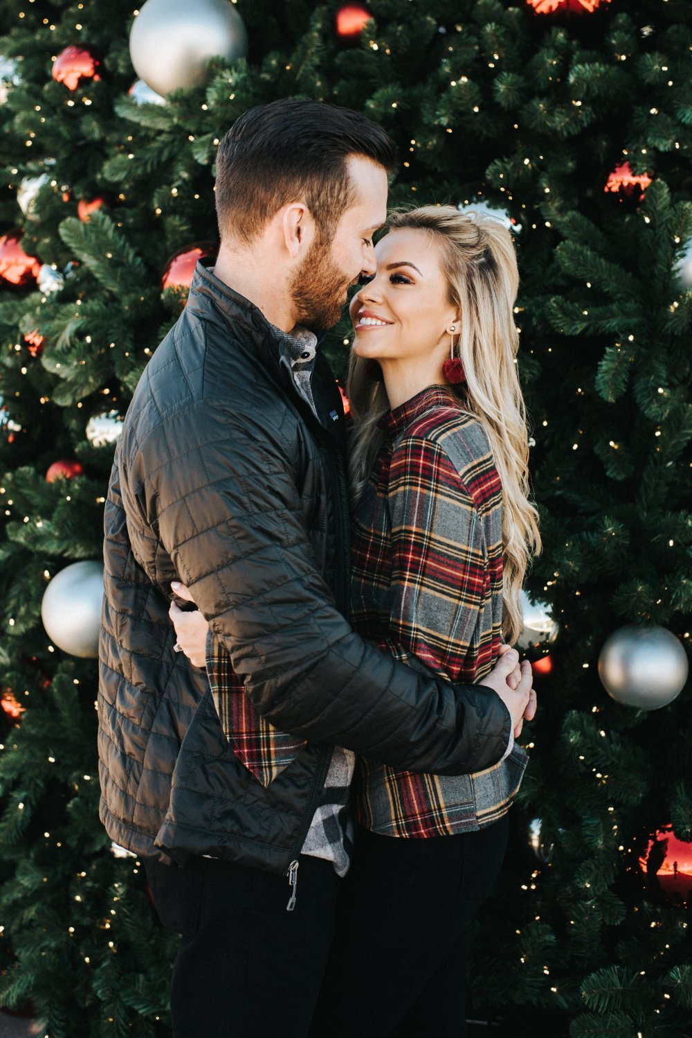 Holiday looks for couples! Plaid options for men and women! Patagonia men's jacket perfect for cooler weather! #trulydestiny #holidayoutifts #couplepictures