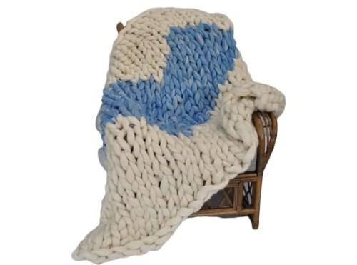 arm knitting heart blanket