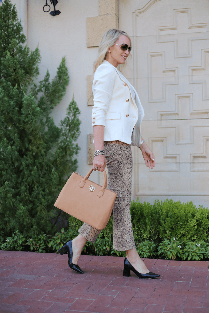 Style blogger wearing white blazer, Frame leopard jeans and carrying camel tote bag.