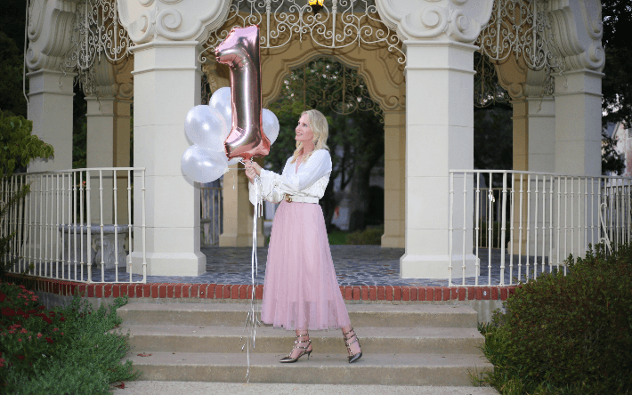 Fashion blogger wearing Chicwish pink tulle skirt, Gucci belt and Valentino gold rock stud pumps.