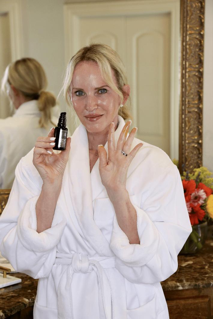 Dallas lifestyle blogger Megan Saustad using SOCO Botanicals Symphony Face Oil Elixir.