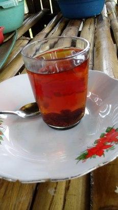 BUBUK teh turun dengan sendirinya dalam beberapa detik. (FOTO: TRULY OKTO PURBA)