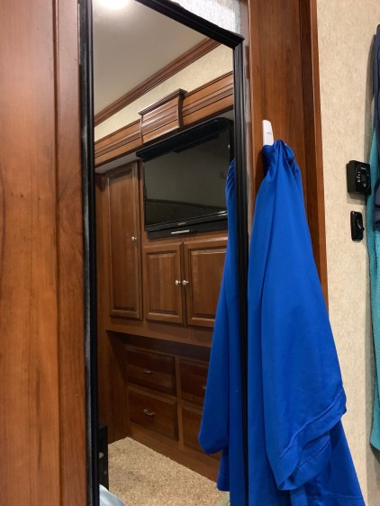Mirror on the closed door