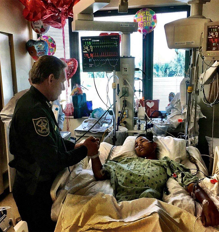 faith-in-humanity-restored-wholesome-happy-random-acts-of-kindness-188-5a8be46726944__700.jpg