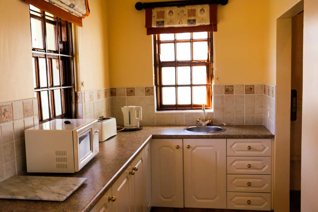 Trumpeters-Drift Gallery-Family-Unit-Kitchenette