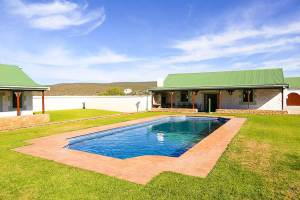 Trumpeters-Drift Accommodation-Pool-and-Entertainment-Area